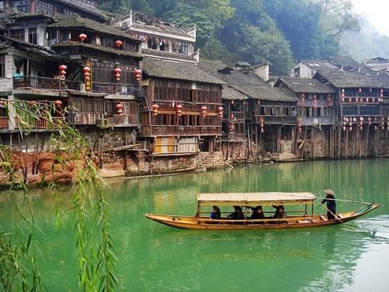 第3天:凤凰古城发车—途径猕猴桃基地—外观南方长城—外观黄丝桥图片